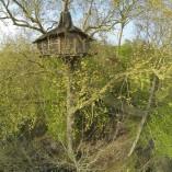 Dormir à 2 dans les arbres Cabane nid d'aigle Normandie