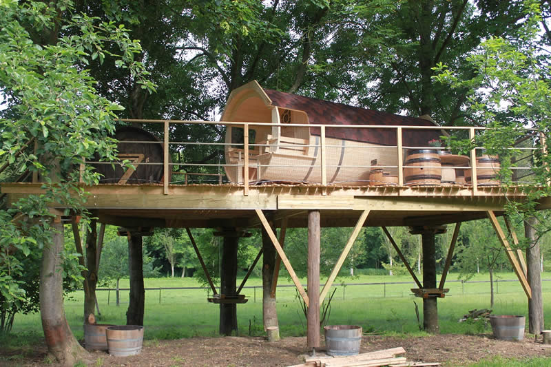cabane dans les arbres plan de construction images. Black Bedroom Furniture Sets. Home Design Ideas
