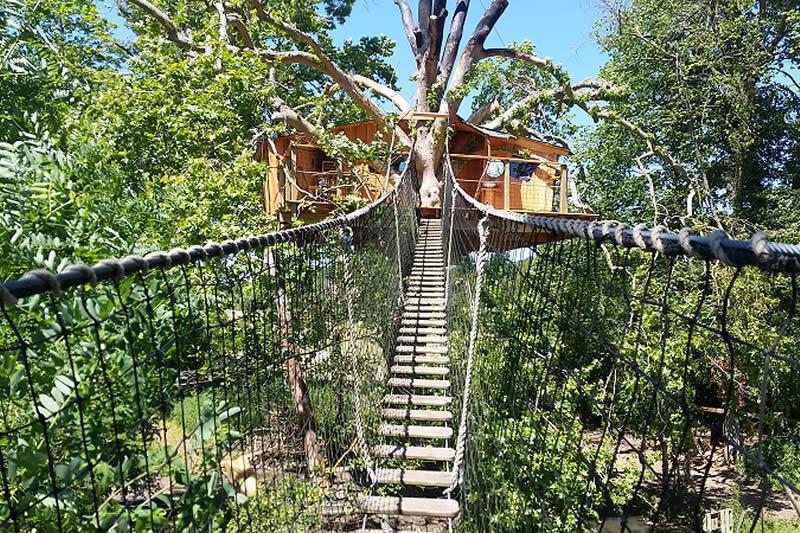 Cabane dans les arbres en normandie - Cabanes dans les arbres construction deco ...