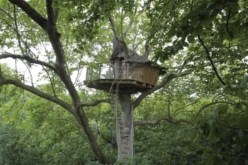 cabane dans les arbres en normandie. Black Bedroom Furniture Sets. Home Design Ideas