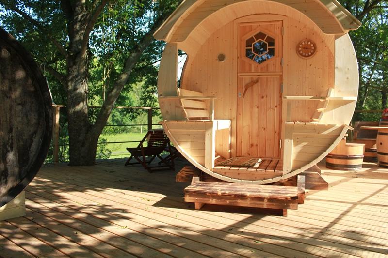 Cabane tonneau les cabanes de canon - Chambre d hote cabane dans les arbres ...