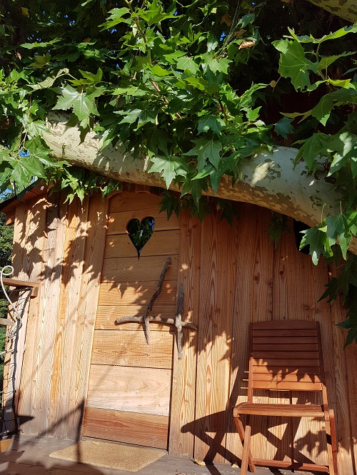 Offrir une nuit dans une cabane dans les arbres en Normandie est le cadeau le plus intelligent, original et insolite du moment !